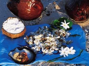 Confection de monoï © Tahiti Tourisme - E.Pasquier