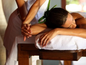 L'art du massage Taurumi © Sofitel Moorea Ia Ora Beach Resort